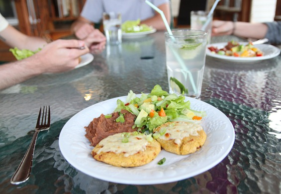 bean_and_cheese_pupusa4