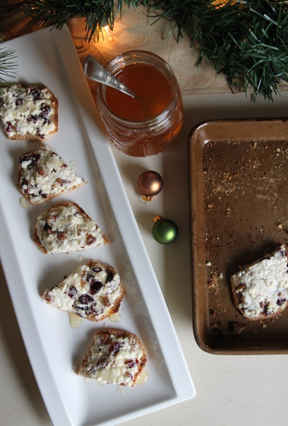 cranberry_pecan_feta_crackers1