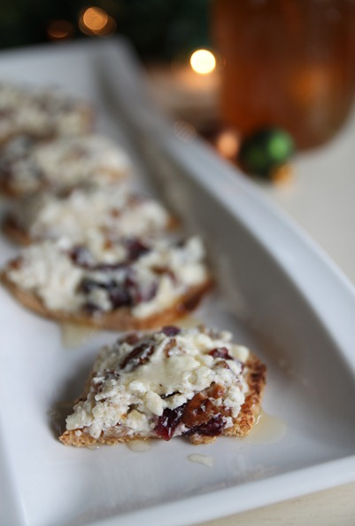 cranberry_pecan_feta_crackers3