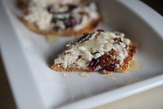 cranberry_pecan_feta_crackers4