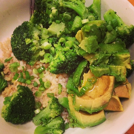 conscious cleanse brown rice with broccoli and avocado