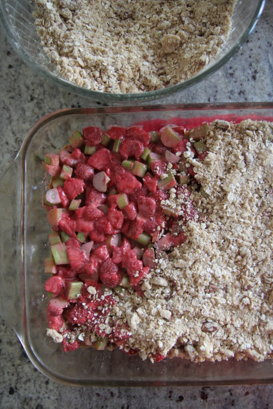 strawberry rhubarb crumble pie bars 2