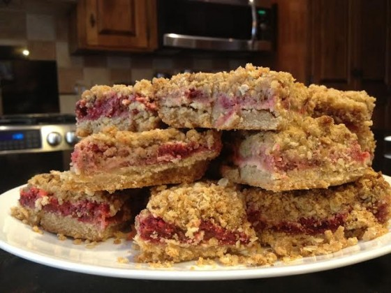 strawberry rhubarb crumble pie bars