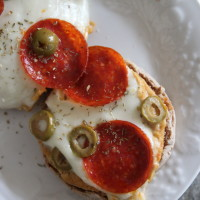 pizza hummus english muffin pizzas